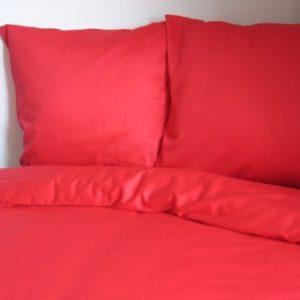 Kuschelige Bettwäsche aus Satin - rot 155x200 von Mako Satin