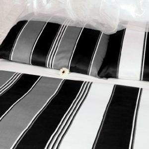 Traumhafte Bettwäsche aus Satin - schwarz 155x220 von Carpe Sonno