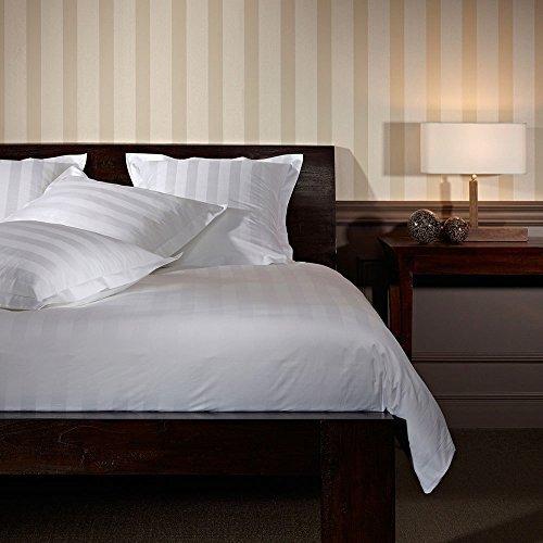 kuschelige bettw sche aus satin wei 220x240 von unbekannt bettw sche. Black Bedroom Furniture Sets. Home Design Ideas